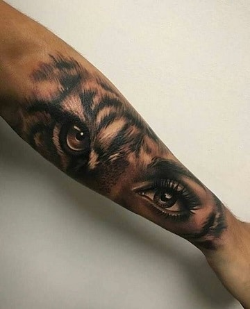 tatuajes de ojos en el brazo hibrido