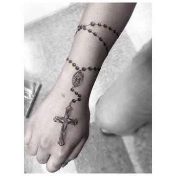 Diversos tatuajes de rosarios en el antebrazo | Catalogo ...