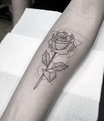 tatuajes de rosas en los brazos para hombres