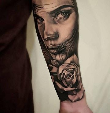 tatuajes de rostros de mujeres en el brazo