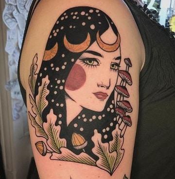 tatuajes de rostros en el brazo de mujer