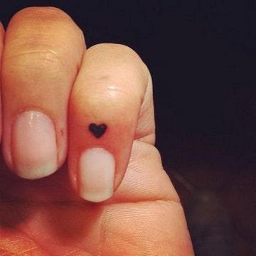 tatuajes diminutos para mujeres corazon