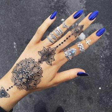 tatuajes espirituales para mujeres en la mano