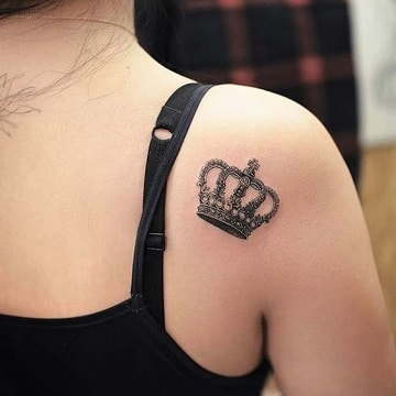 tatuajes femeninos en el hombro pequeños