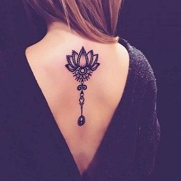 tatuajes nuevos para mujeres en la espalda