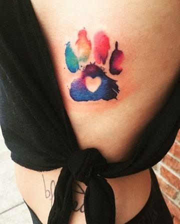 tatuajes para mujeres a color en la cintura