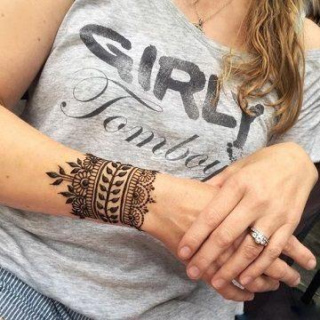 tatuajes de henna faciles en la muñeca