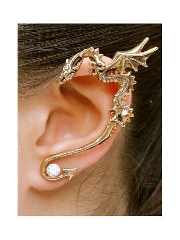 fotos de piercing en la oreja de dragon