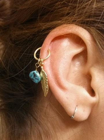 fotos de piercing en la oreja plumas