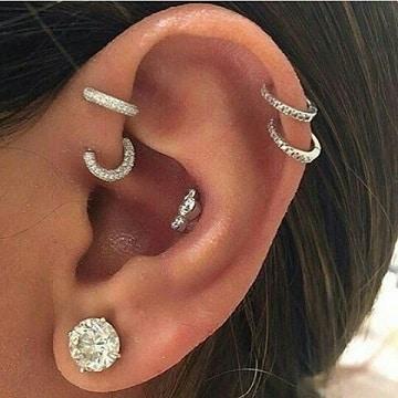 piercing en las orejas para mujeres muchos