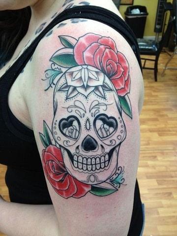 tatuajes de calaveras de mujer en el hombre