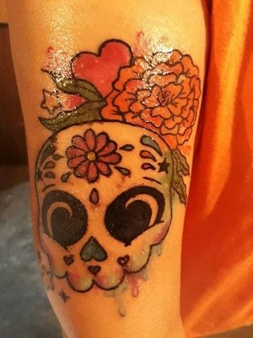 tatuajes de calaveras de mujer pequeña