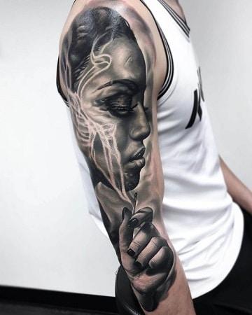 tatuajes de caras de mujeres en el brazo