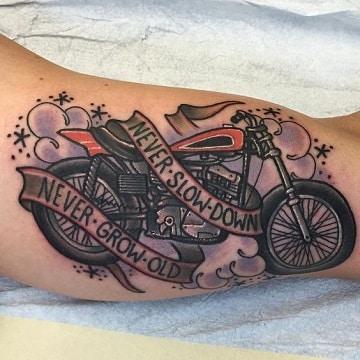 tatuajes de motos para hombres con letras