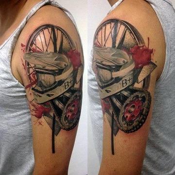 tatuajes de motos para mujer en el brazo