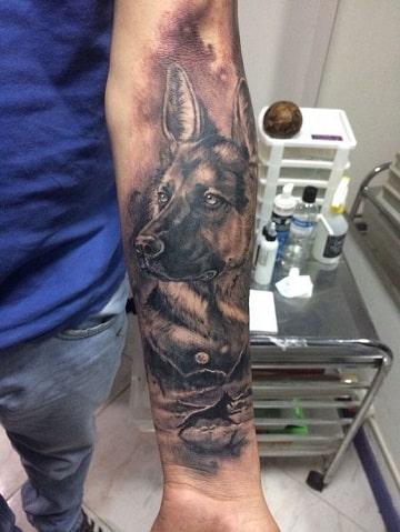 tatuajes de pastor aleman grande