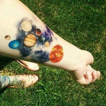 tatuajes de sistema solar con colores