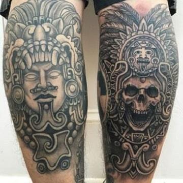 tatuajes tribales aztecas en las piernas
