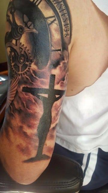 siluetas de tatuajes de jesus en la cruz