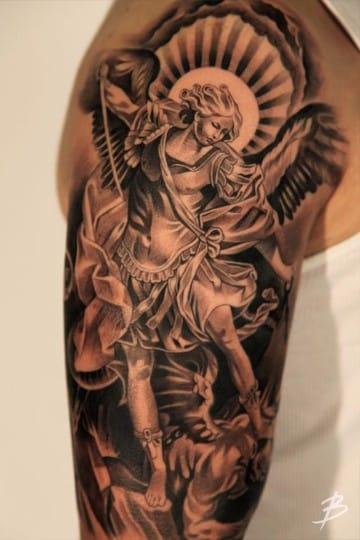 tatuajes de angeles en el hombro y brazo