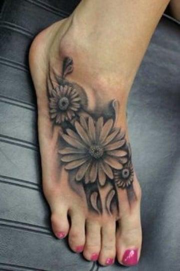 tatuajes de flores en el pie realistas