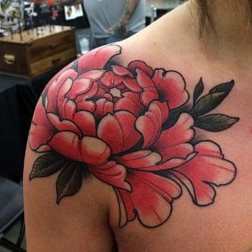 tatuajes de flores japonesas en el hombro