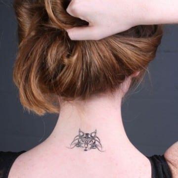 tatuajes de gatos en el cuello tribal