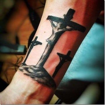 tatuajes de jesus en la cruz minimalistas