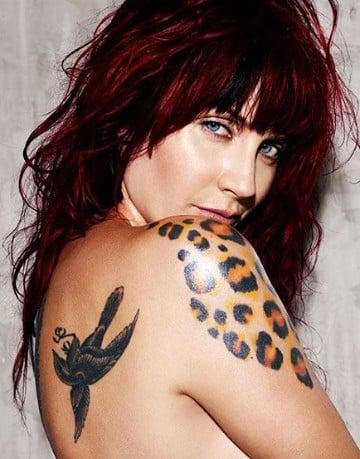 tatuajes de manchas de leopardo en el hombro