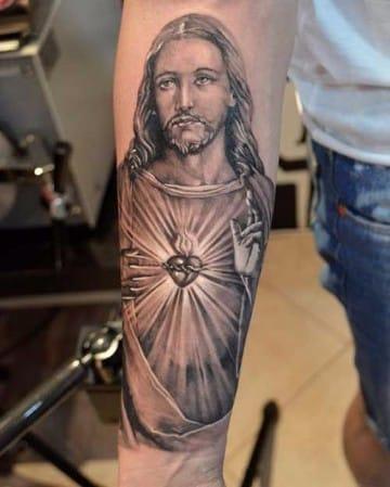 tatuajes del sagrado corazon de jesus blanco y negro