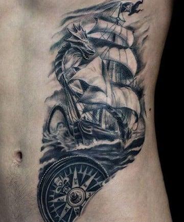 tatuajes marineros para hombres en el abdomen