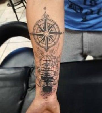 tatuajes marineros para hombres en el antebrazo
