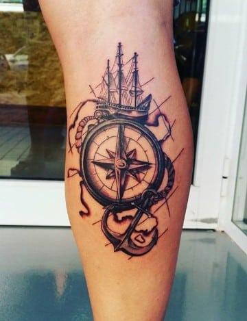 tatuajes marineros para hombres en la pierna