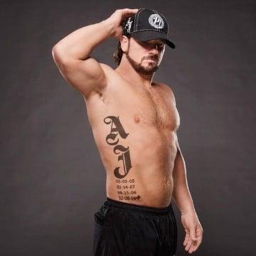 tatuajes con iniciales de hijos para hombres