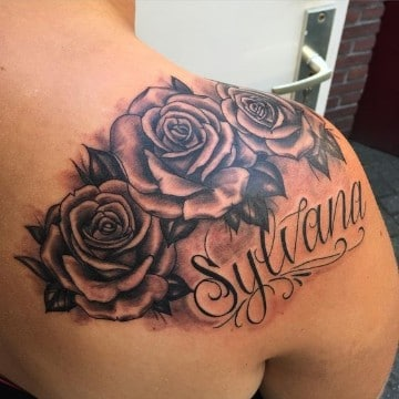 tatuajes con nombres y dibujos en el hombro