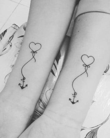 tatuajes de anclas pequeñas con corazon