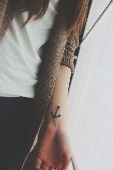 tatuajes de anclas pequeñas muñeca
