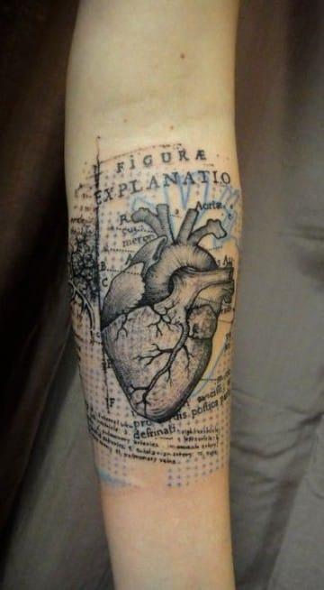tatuajes de corazones reales azul