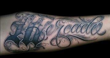tatuajes de letras goticas cursiva