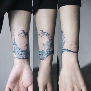 tatuajes de olas de mar significado acuarela