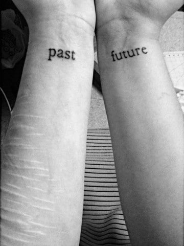 tatuajes de superación personal en las muñecas