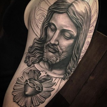 tatuajes del corazon de jesus cobertura