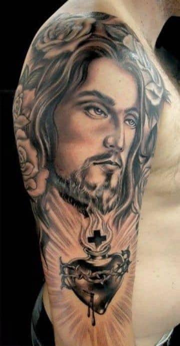 tatuajes del corazon de jesus realismo