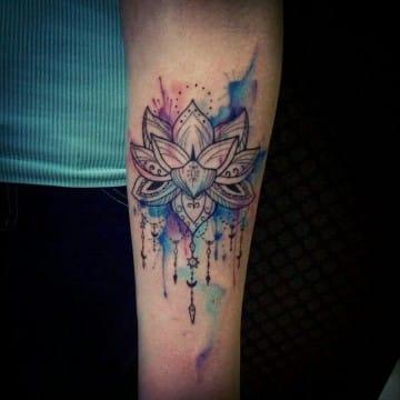 tatuajes espirituales para mujeres en acuarela