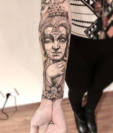 tatuajes espirituales para mujeres en el brazo