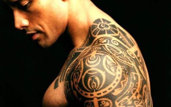 modelos de tatuajes para hombres en hombro