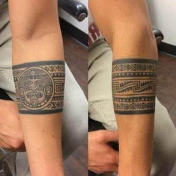 tatuajes aztecas y mayas en el brazo brazalete