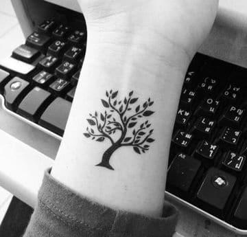 tatuajes de arboles en el brazo para mujeres