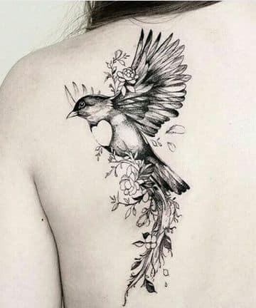 tatuajes de aves en la espalda con flores