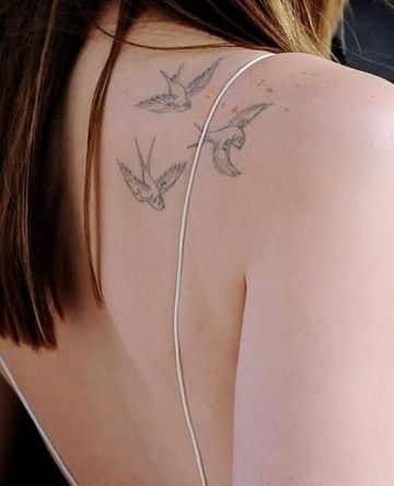 tatuajes de aves en la espalda pequeño